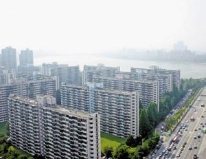 들썩이던 서울 아파트값 1년 5개월만에 하락...서초구는 0.22%나 떨어져